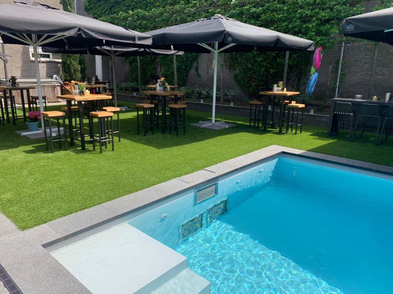 Zwembad met kunstgras Veldhoven